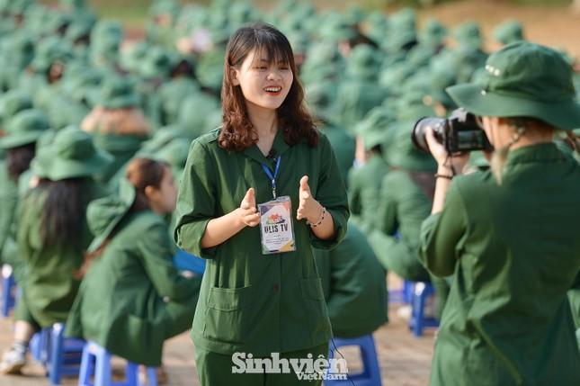 Nữ sinh viên trong màu áo lính: Mồ hôi xen lẫn nụ cười ảnh 6