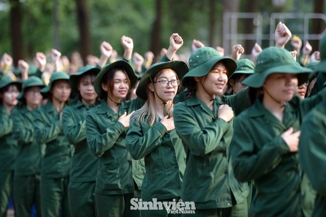 Nữ sinh viên trong màu áo lính: Mồ hôi xen lẫn nụ cười ảnh 3