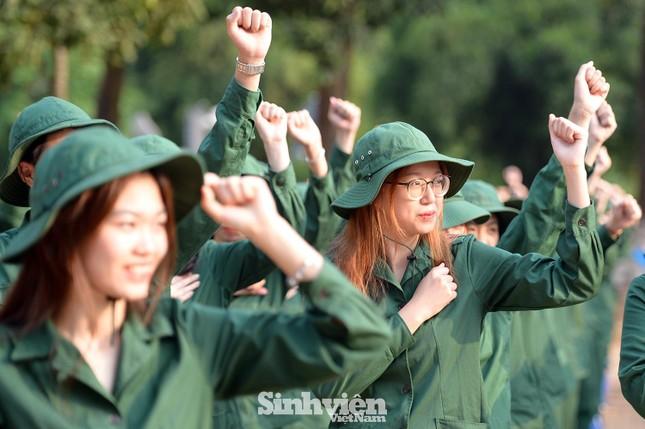 Nữ sinh viên trong màu áo lính: Mồ hôi xen lẫn nụ cười ảnh 7