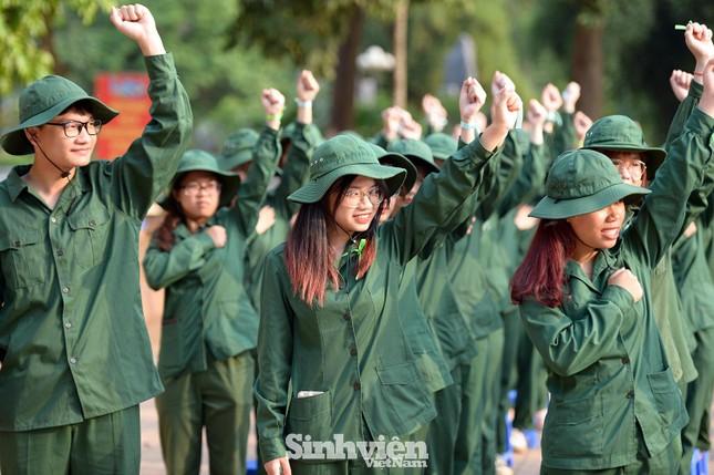 Nữ sinh viên trong màu áo lính: Mồ hôi xen lẫn nụ cười ảnh 8