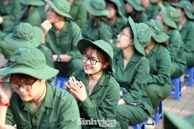 Nữ sinh viên trong màu áo lính: Mồ hôi xen lẫn nụ cười ảnh 9
