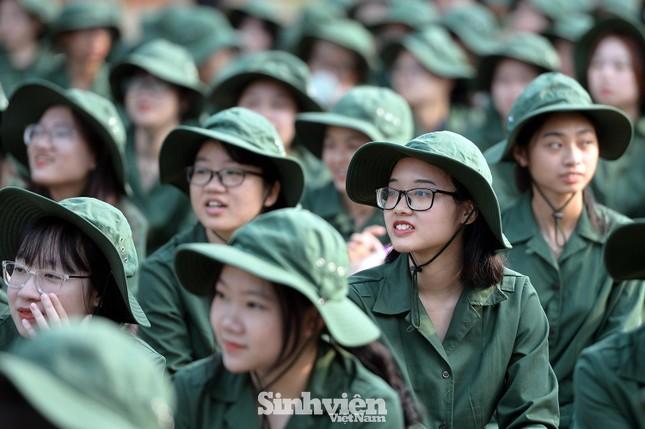Nữ sinh viên trong màu áo lính: Mồ hôi xen lẫn nụ cười ảnh 5