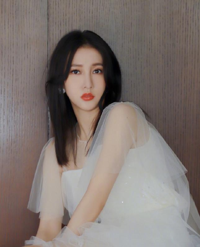 C-biz 21/5: Ngụy Đại Huân tặng Dương Mịch 999 bông hồng, Trịnh Khải và Miêu Miêu kết hôn ảnh 3