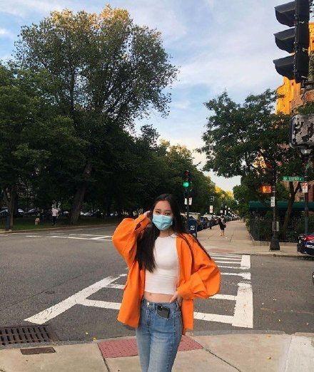 """Lộ diện hình ảnh con gái út 17 tuổi của Lý Liên Kiệt """"đốt mắt"""" netizen với body """"cực phẩm"""" ảnh 6"""