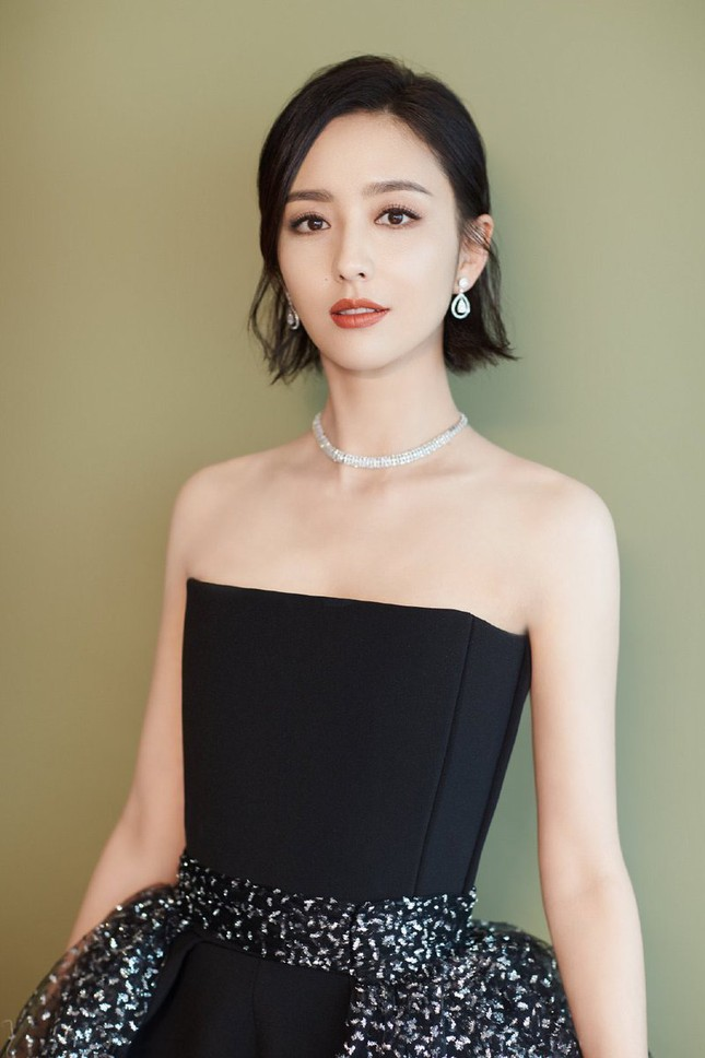 """Lộ diện hình ảnh con gái út 17 tuổi của Lý Liên Kiệt """"đốt mắt"""" netizen với body """"cực phẩm"""" ảnh 2"""