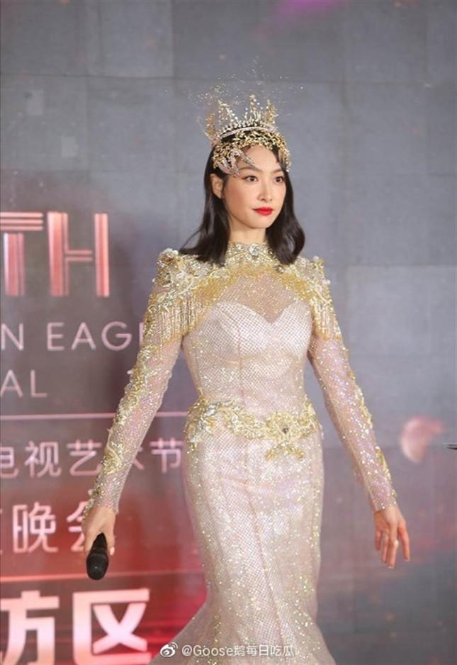 """Tại sao """"Nữ thần Kim Ưng"""" vẫn bị khán giả """"đặt lên bàn cân"""", dù lễ trao giải đã qua? ảnh 15"""