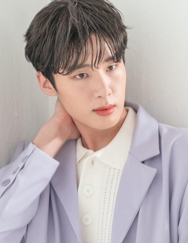 """Những """"siêu mỹ nam"""" thế hệ mới """"hot"""" nhất của điện ảnh xứ Hàn năm 2020 ảnh 13"""