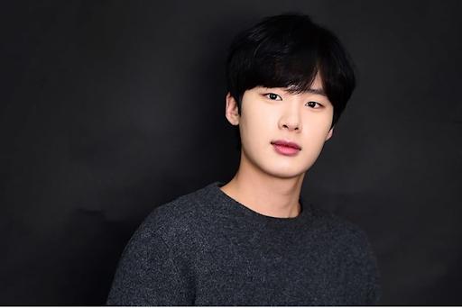 """Những """"siêu mỹ nam"""" thế hệ mới """"hot"""" nhất của điện ảnh xứ Hàn năm 2020 ảnh 12"""