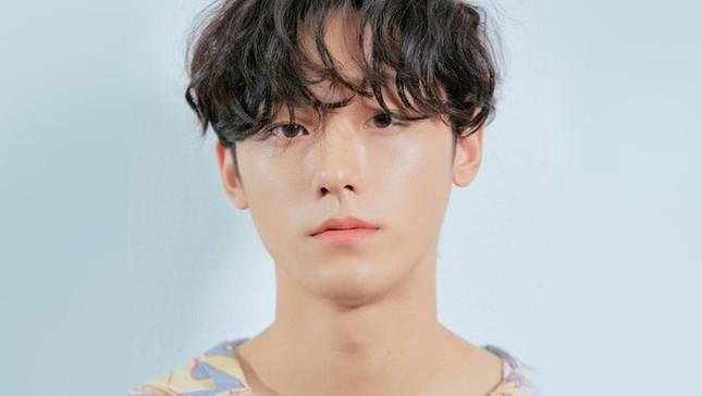 """Những """"siêu mỹ nam"""" thế hệ mới """"hot"""" nhất của điện ảnh xứ Hàn năm 2020 ảnh 8"""