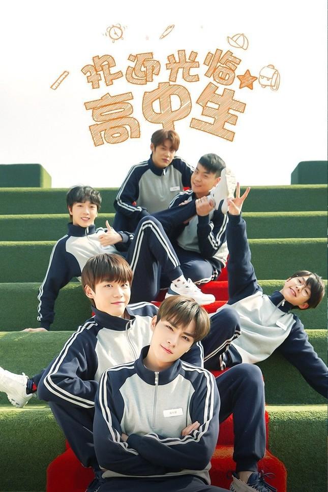 """Everglow trở lại đường đua sau """"âm tính"""" với COVID-19; Xiaojun (NCT) lấn sân diễn xuất ảnh 7"""