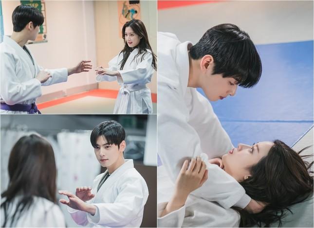 """""""True beauty"""" tập 9: Cha Eun Woo và Moon Ga Young """"mật ngọt chết người"""" trong bộ nhu thuật ảnh 9"""