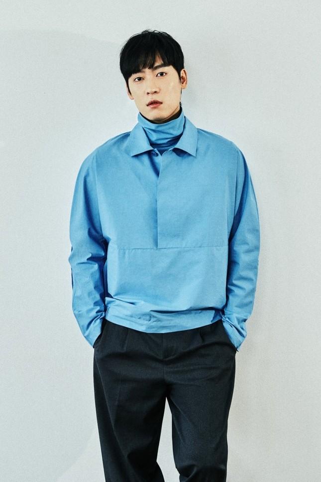"""""""Sốc"""": Lee Jong Suk vướng vào drama tình ái của Trịnh Sảng; """"Running man"""" John Park bị nhiễm COVID-19 ảnh 1"""