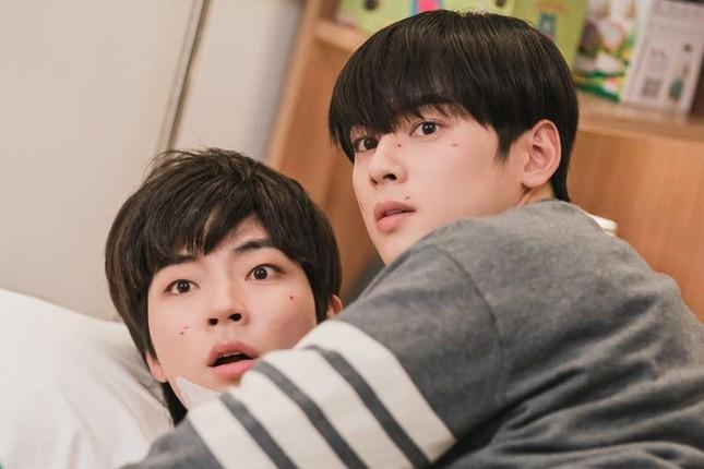 """Hai nam chính """"true beauty"""" lộ cảnh """"thân mật""""; Thành viên nhóm nhạc """"người lớn"""" Nhật Bản """"lật kèo"""" ảnh 12"""