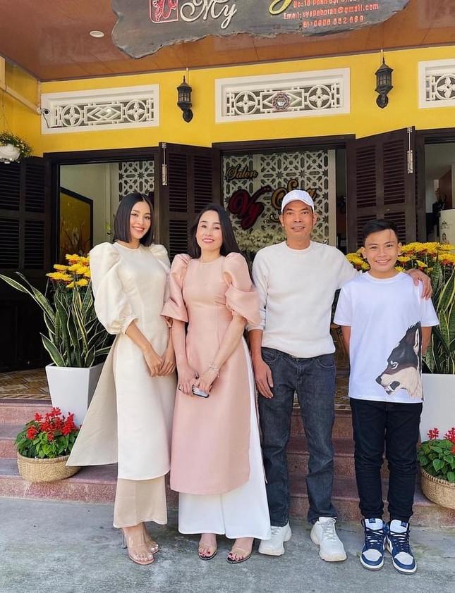 """""""Sao"""" Việt diện đồ và trang điểm cho dịp Tết Tân Sửu 2021: Áo dài tay phồng và bộ suit lên ngôi ảnh 4"""