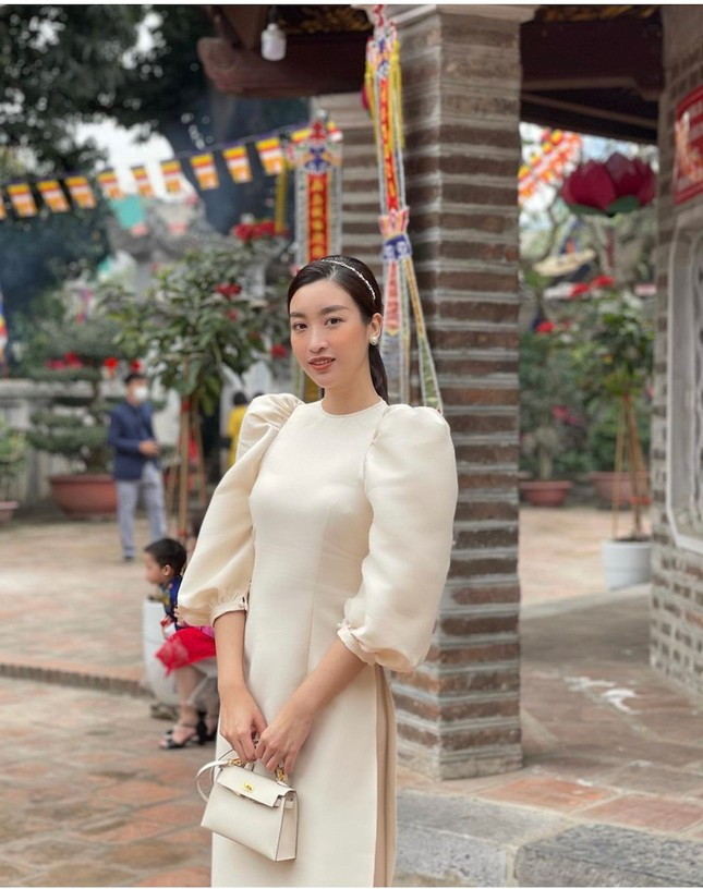 """""""Sao"""" Việt diện đồ và trang điểm cho dịp Tết Tân Sửu 2021: Áo dài tay phồng và bộ suit lên ngôi ảnh 3"""