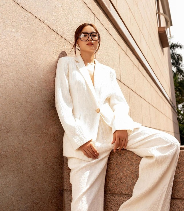 """""""Sao"""" Việt diện đồ và trang điểm cho dịp Tết Tân Sửu 2021: Áo dài tay phồng và bộ suit lên ngôi ảnh 16"""