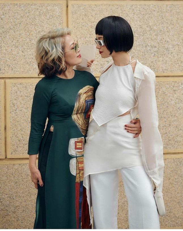 """""""Sao"""" Việt diện đồ và trang điểm cho dịp Tết Tân Sửu 2021: Áo dài tay phồng và bộ suit lên ngôi ảnh 17"""