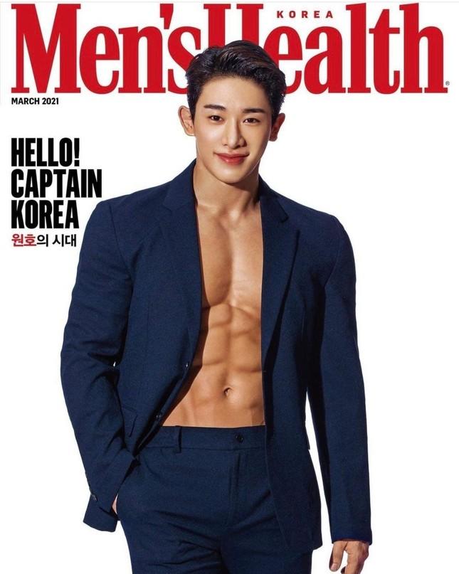 """Wonho (Monsta X) cuối cùng đã lên sóng khoe trọn thân hình 6 múi tuyệt phẩm; Vụ Park Ji-hoon có """"lời giải"""" sau 4 năm ảnh 1"""