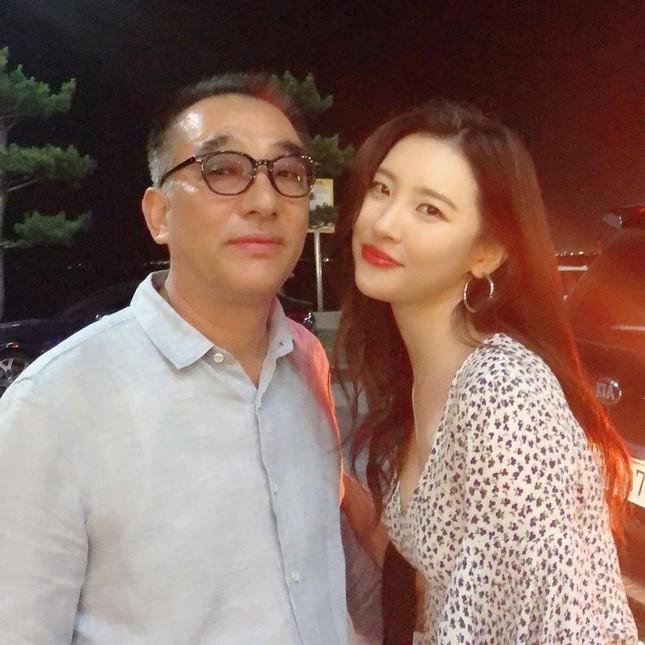 """Jisoo (Black Pink), Sunmi, Dương Mịch, Tống Uy Long, Tiêu Chiến hóa """"nam thần, tiên nữ"""" là đều nhờ chung điểm này! ảnh 7"""