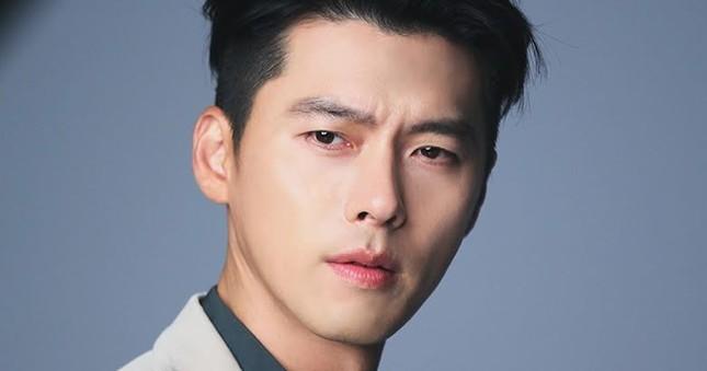 """Hyun Bin bị """"fake"""" tài khoản lừa fan chuyển tiền; Hani (EXID) được """"phi công trẻ"""" Baek Sung Chul """"tấn công"""" dồn dập ảnh 1"""