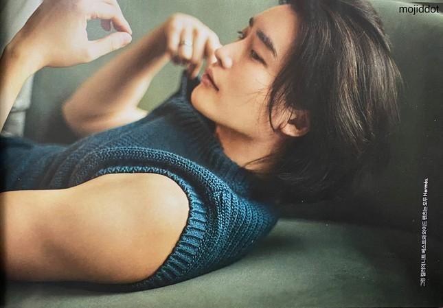 """Lee Jong Suk xuất hiện với visual mới lạ, lần đầu khoe body cơ bắp 6 múi """"tuyệt phẩm""""  ảnh 2"""