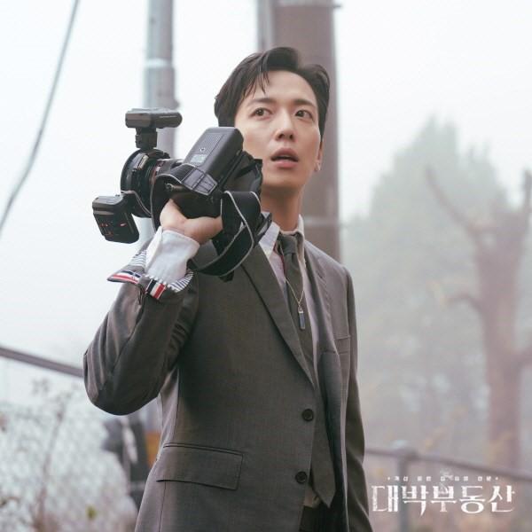 """Cuối cùng, """"mối tình chị em"""" của Jang Nara và Jung Yong Hwa cũng được """"phanh phui"""" ảnh 3"""