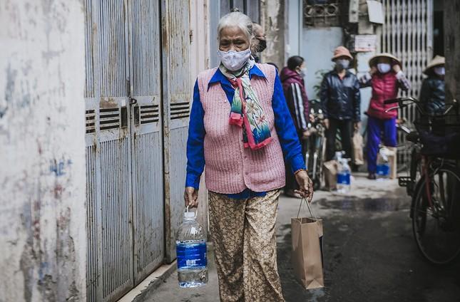 Hàng ngàn gói thực phẩm đến với người có hoàn cảnh khó khăn trong dịch COVID-19 ảnh 5
