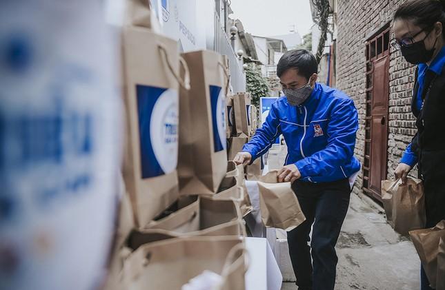 Hàng ngàn gói thực phẩm đến với người có hoàn cảnh khó khăn trong dịch COVID-19 ảnh 3