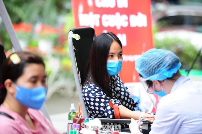 Các nghệ sĩ Lan Hương, Tự Long, Xuân Bắc cùng tham gia hiến máu mùa COVID-19 ảnh 5