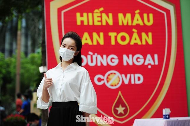 Các nghệ sĩ Lan Hương, Tự Long, Xuân Bắc cùng tham gia hiến máu mùa COVID-19 ảnh 6