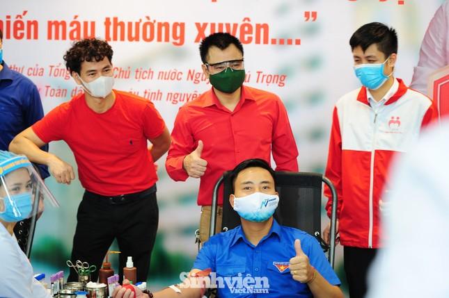 Các nghệ sĩ Lan Hương, Tự Long, Xuân Bắc cùng tham gia hiến máu mùa COVID-19 ảnh 1