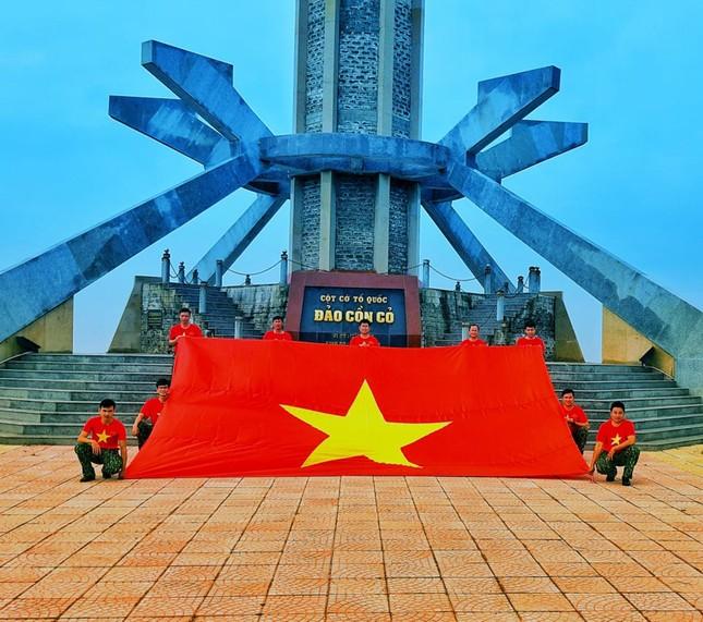 Lễ chào cờ đặc biệt nơi đảo tiền tiêu của Tổ quốc ảnh 4