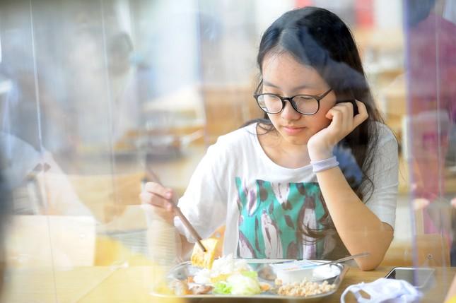 Bữa ăn bán trú của học sinh 'mùa Covid -19' ảnh 12