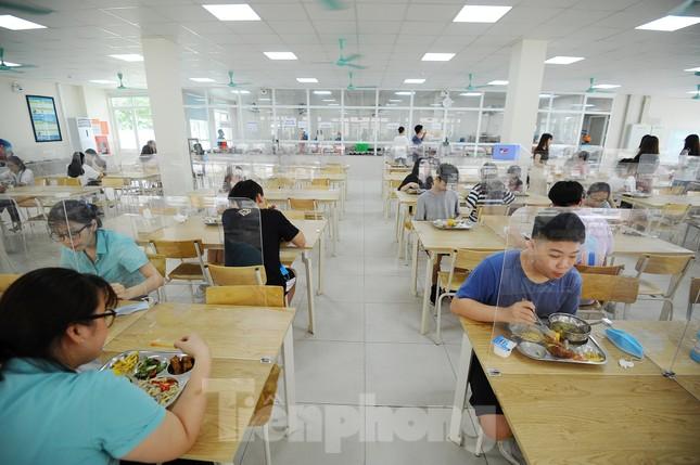Bữa ăn bán trú của học sinh 'mùa Covid -19' ảnh 14