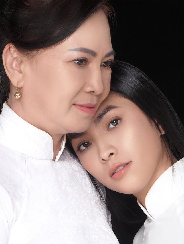 """Miss Ngôi sao Kim Phượng hạnh phúc sánh đôi cùng """"chị đại"""" trong Ngày của Mẹ ảnh 5"""