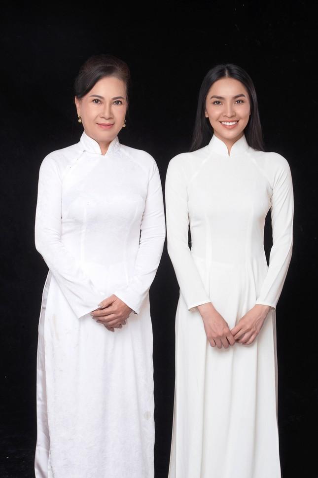 """Miss Ngôi sao Kim Phượng hạnh phúc sánh đôi cùng """"chị đại"""" trong Ngày của Mẹ ảnh 4"""