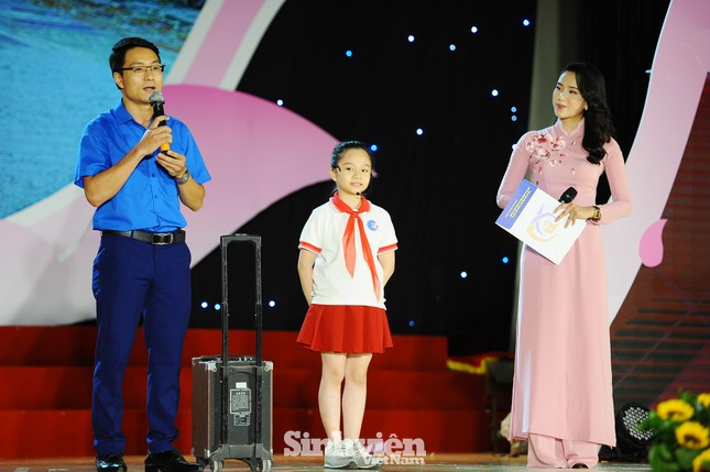 Hà Nội tuyên dương 90 đảng viên trẻ làm theo lời Bác ảnh 3