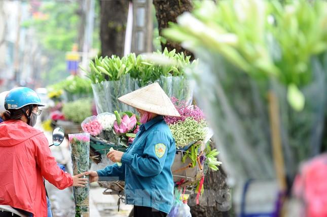 Hương sen toả ngát phố phường Hà Nội ảnh 8