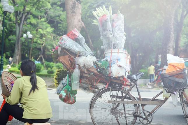 Hương sen toả ngát phố phường Hà Nội ảnh 12
