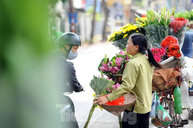 Hương sen toả ngát phố phường Hà Nội ảnh 11