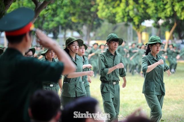 Ngắm nhìn nữ sinh Học viện Nông nghiệp hăng say tập đội ngũ ảnh 7