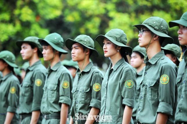 Ngắm nhìn nữ sinh Học viện Nông nghiệp hăng say tập đội ngũ ảnh 10