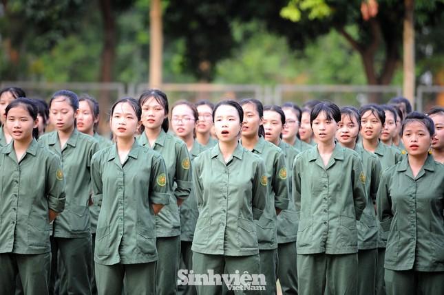Ngắm nhìn nữ sinh Học viện Nông nghiệp hăng say tập đội ngũ ảnh 13