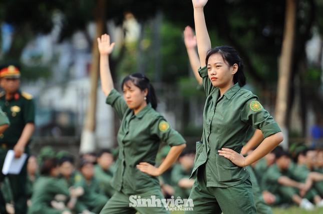 Ngắm nhìn nữ sinh Học viện Nông nghiệp hăng say tập đội ngũ ảnh 12