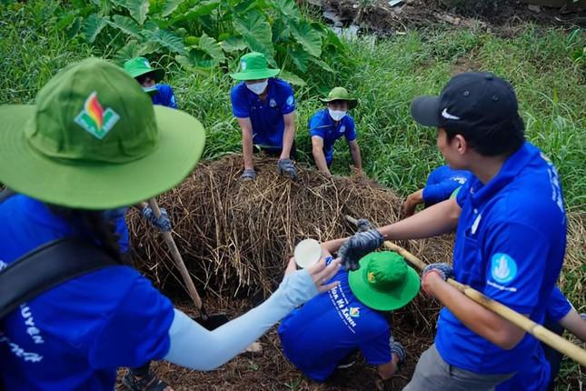 Màu áo xanh sinh viên tình nguyện toả đi muôn nơi ảnh 2
