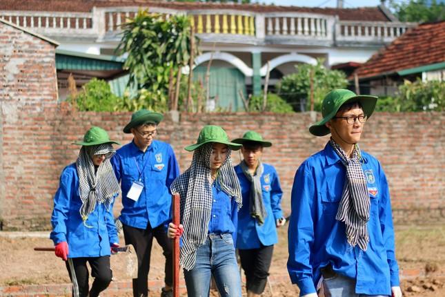 Màu áo xanh sinh viên tình nguyện toả đi muôn nơi ảnh 1