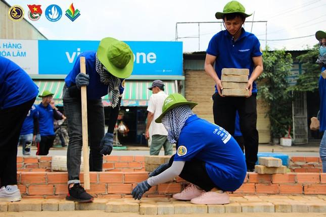 Màu áo xanh sinh viên tình nguyện toả đi muôn nơi ảnh 6