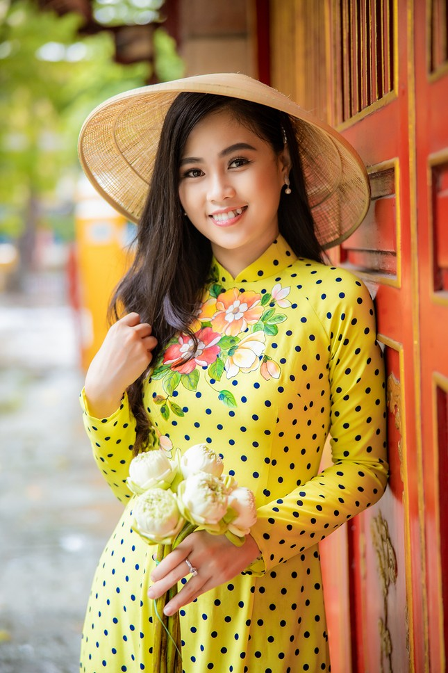 18 tuổi Hoa khôi Sinh viên từng bán trà sữa và đi dạy thêm ảnh 1