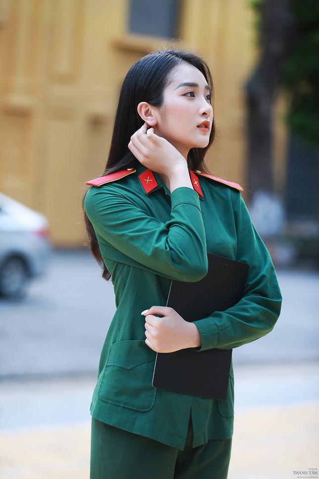 Nữ sinh viên trường ĐH Văn hóa Nghệ thuật Quân đội có gương mặt đẹp như minh tinh ảnh 9