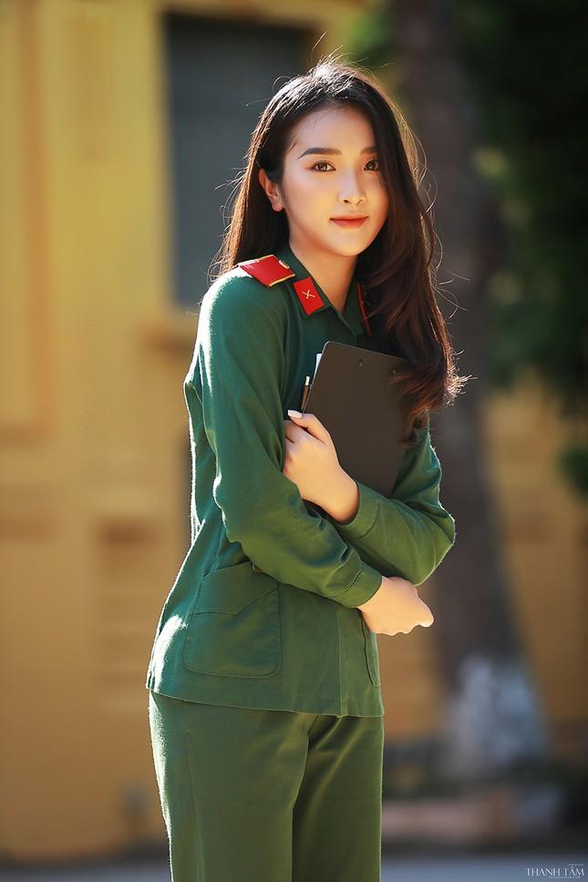 Nữ sinh viên trường ĐH Văn hóa Nghệ thuật Quân đội có gương mặt đẹp như minh tinh ảnh 4